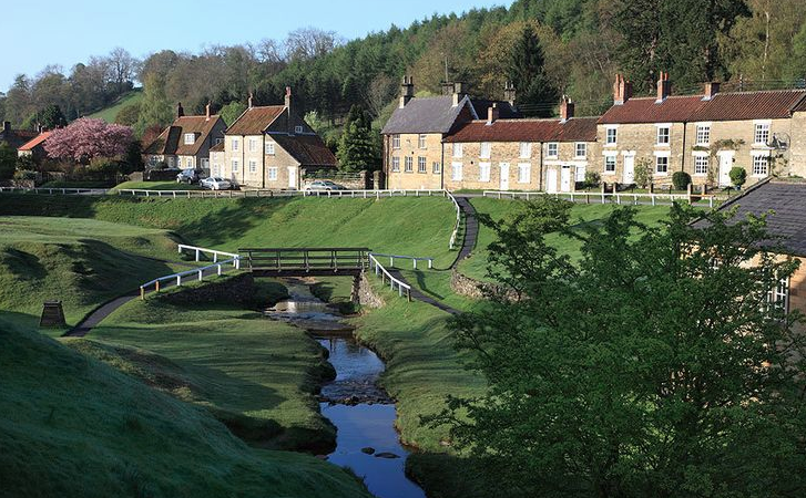 hutton-le-hole village with bridge over stream